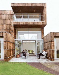 casa com material reciclável